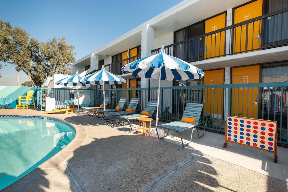 Terrace/Patio, The Rambler Motel