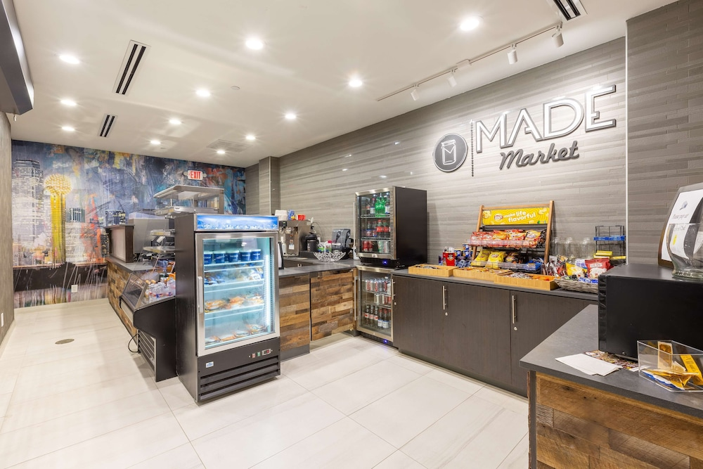 Snack Bar, DoubleTree by Hilton Dallas - Richardson