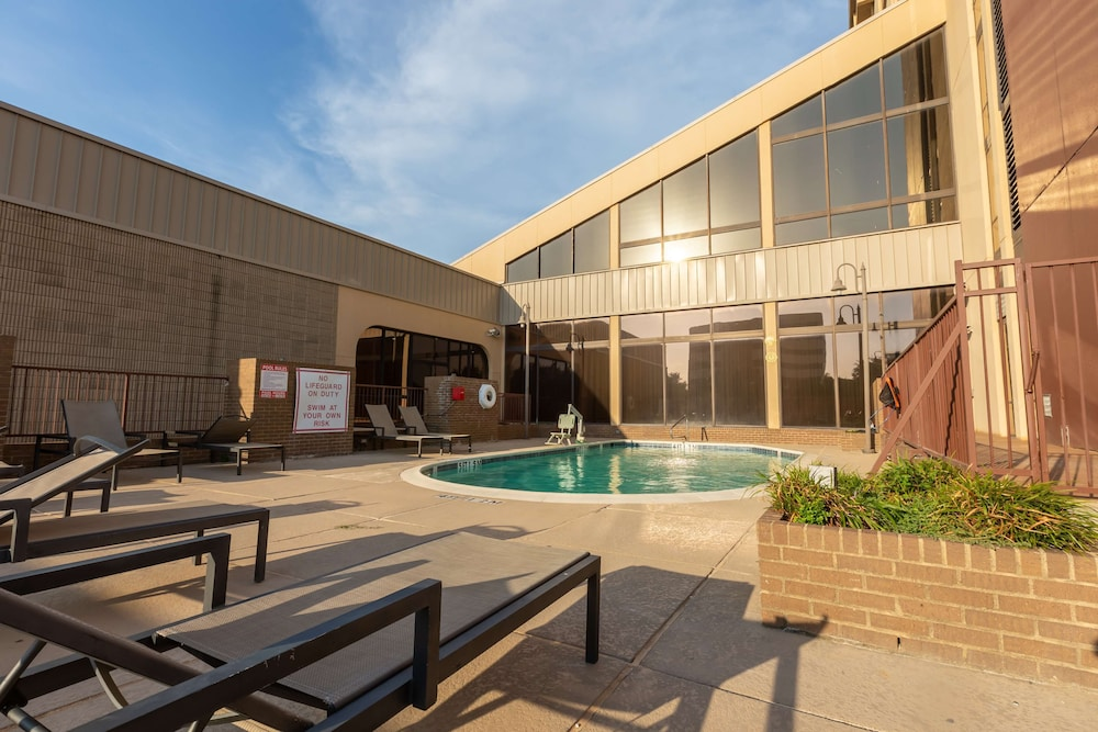 Pool, DoubleTree by Hilton Dallas - Richardson