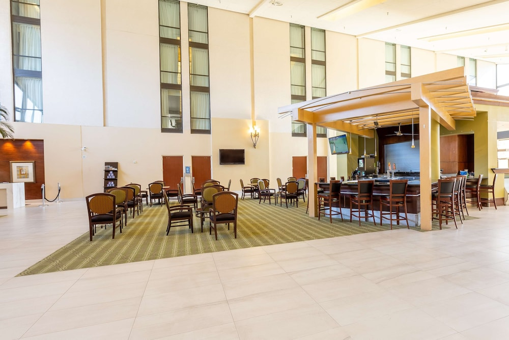 Lobby, DoubleTree by Hilton Dallas - Richardson