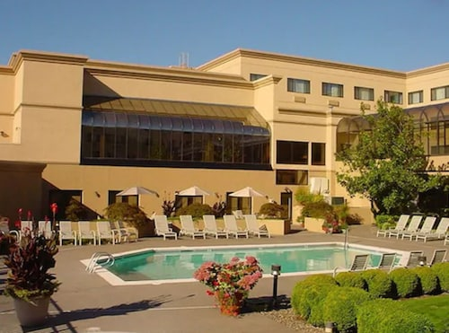 Monarch Hotel & Conference Center