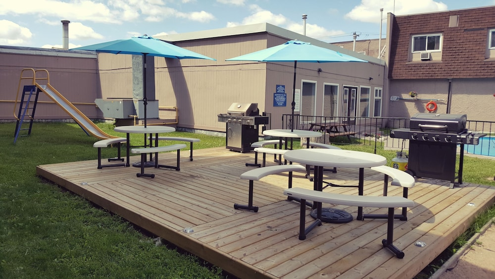 BBQ/Picnic Area, Travelodge by Wyndham Kenora