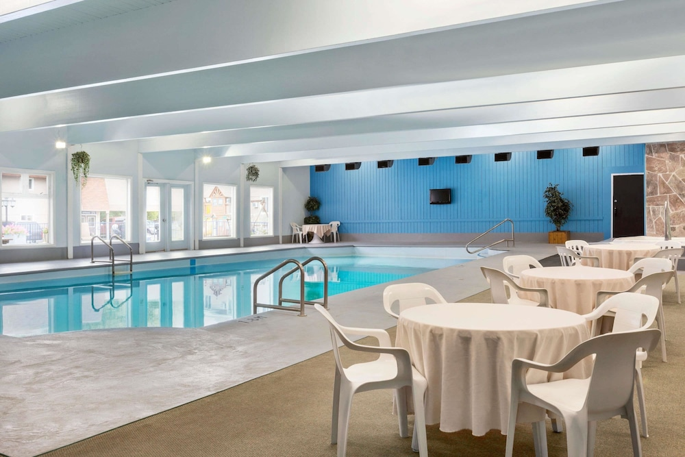 Pool, Travelodge by Wyndham Kenora
