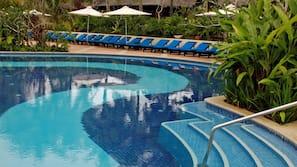 3 outdoor pools, pool umbrellas, pool loungers