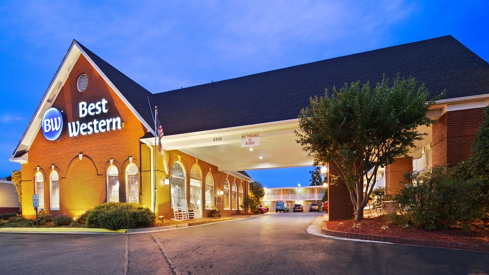 Front of Property - Evening/Night, Best Western Fredericksburg