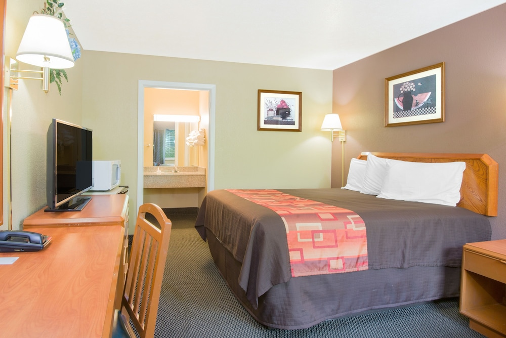Room, Travelodge by Wyndham Mansfield