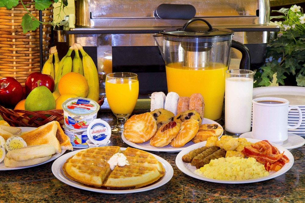 Breakfast buffet, Clarion Inn & Suites Miami International Airport