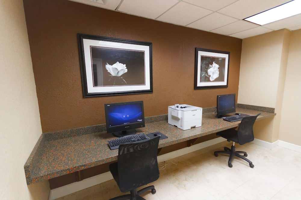 Business Center, Clarion Inn & Suites Miami International Airport
