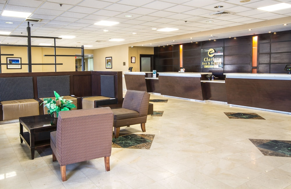 Lobby Sitting Area, Clarion Inn & Suites Miami International Airport