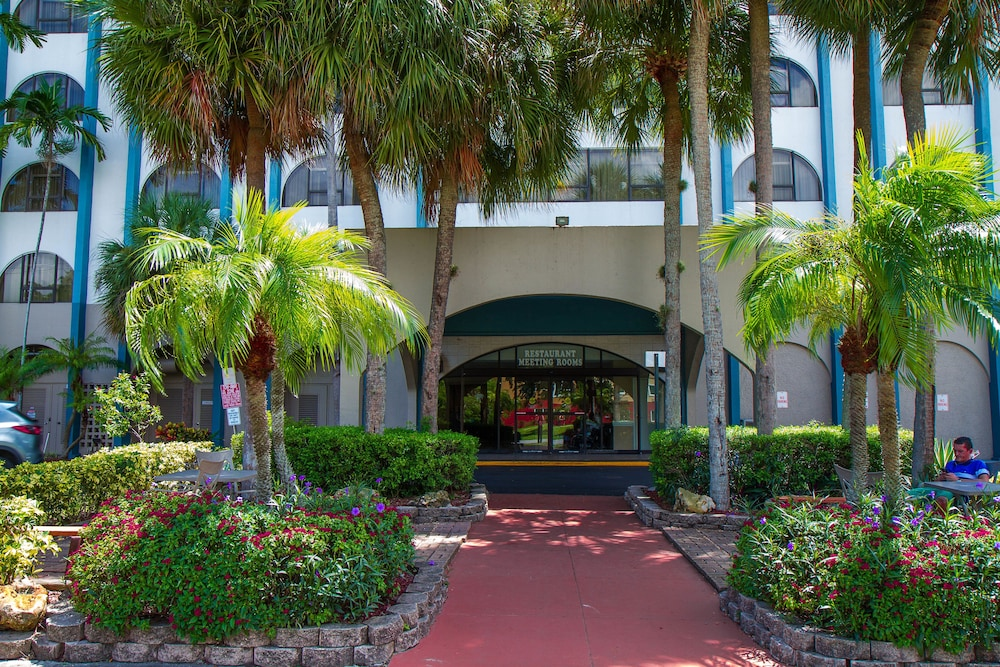 Porch, Clarion Inn & Suites Miami International Airport