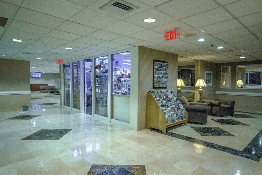 Gift Shop, Clarion Inn & Suites Miami International Airport