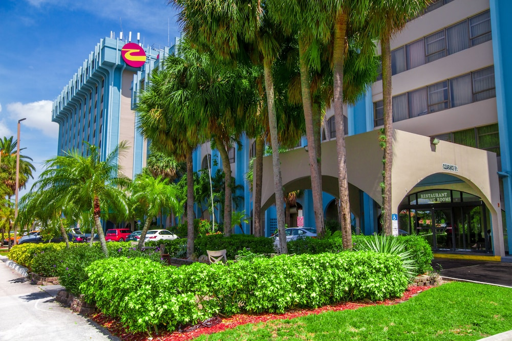 Exterior, Clarion Inn & Suites Miami International Airport