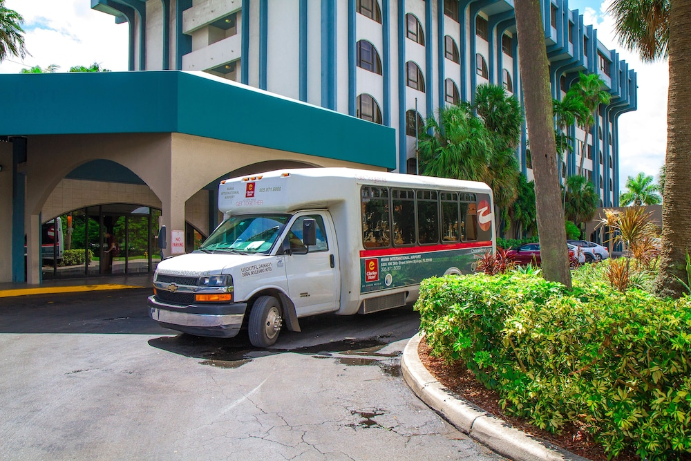 Airport Shuttle, Clarion Inn & Suites Miami International Airport