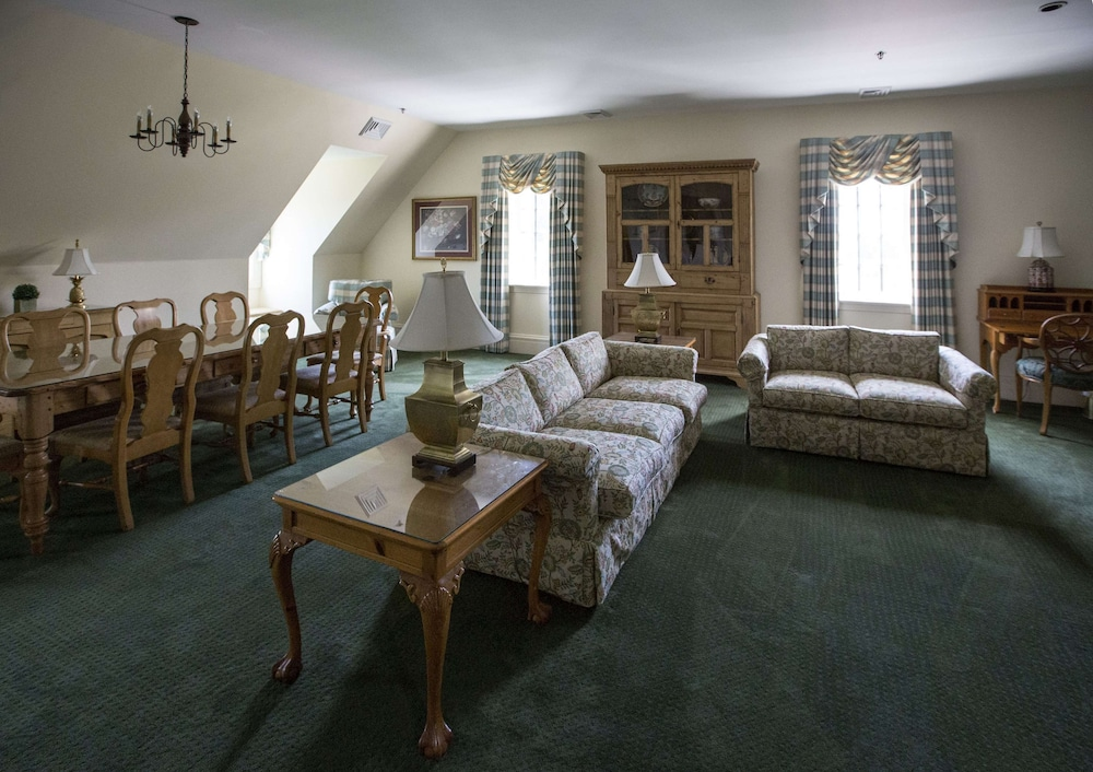 Living Area, The Founders Inn and Spa, Tapestry Collection by Hilton