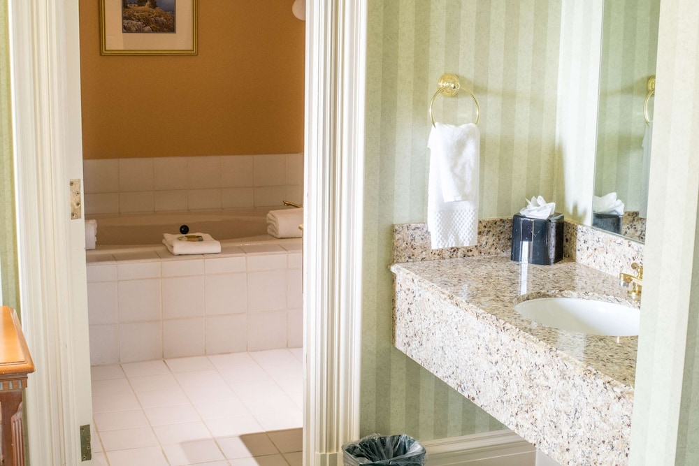 Bathroom, The Founders Inn and Spa, Tapestry Collection by Hilton