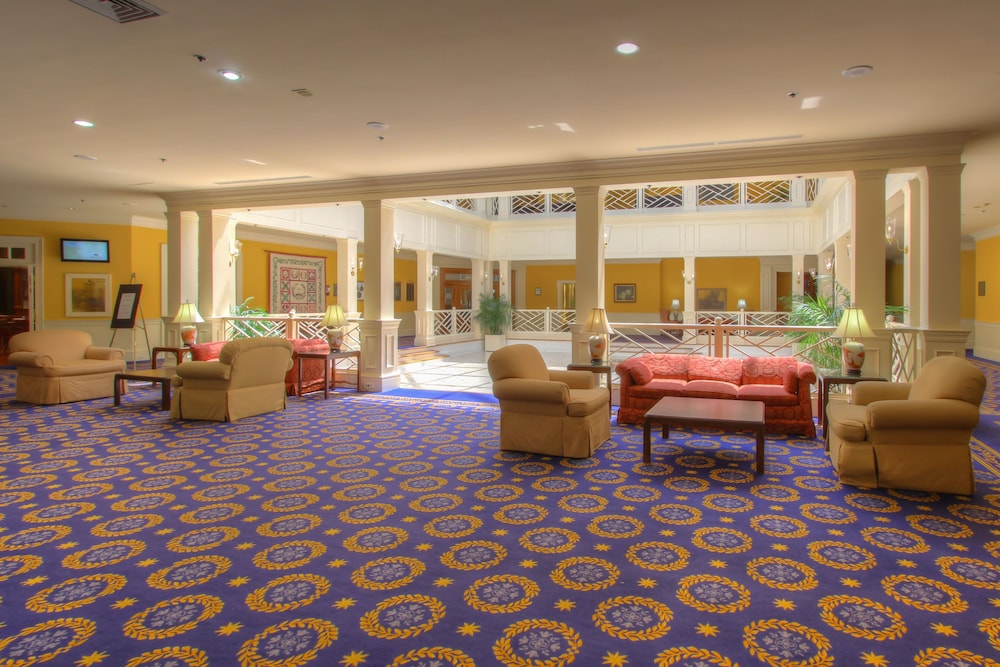 Lobby Sitting Area, The Founders Inn and Spa, Tapestry Collection by Hilton