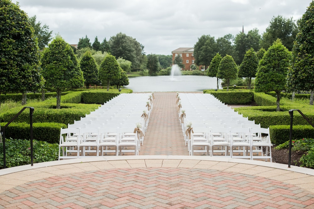 Outdoor Wedding Area, The Founders Inn and Spa, Tapestry Collection by Hilton
