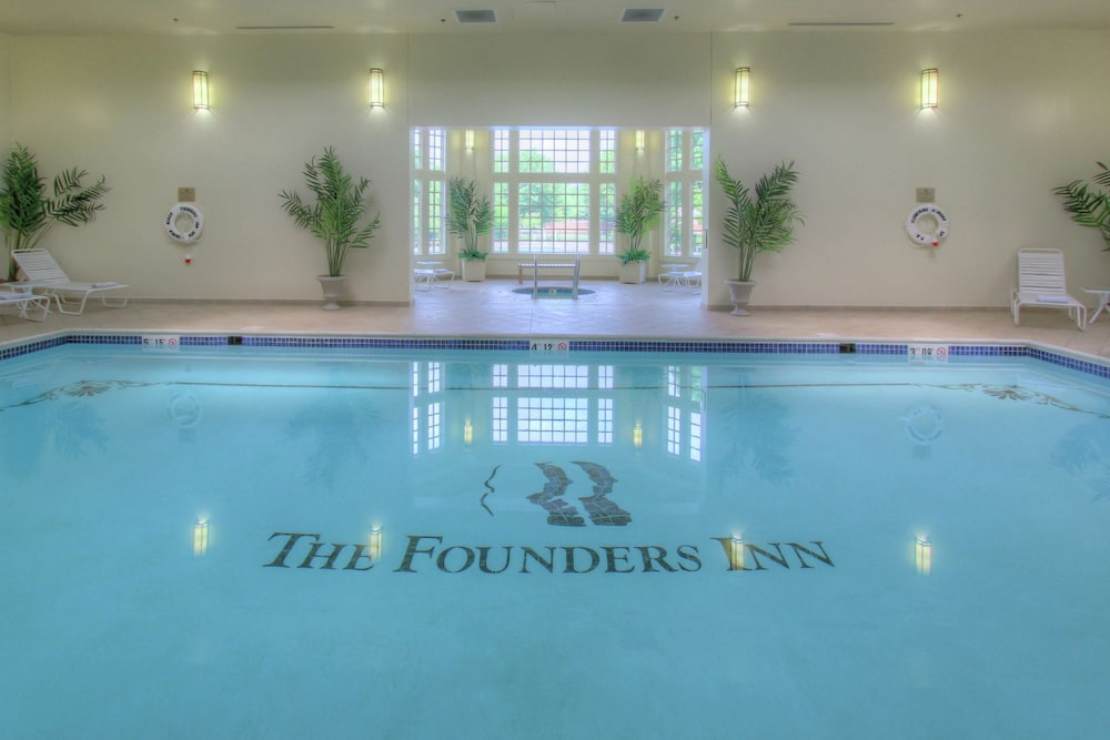 Pool, The Founders Inn and Spa, Tapestry Collection by Hilton