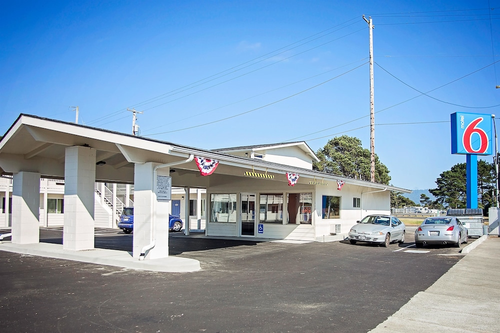 Front of Property, Motel 6 Crescent City, CA