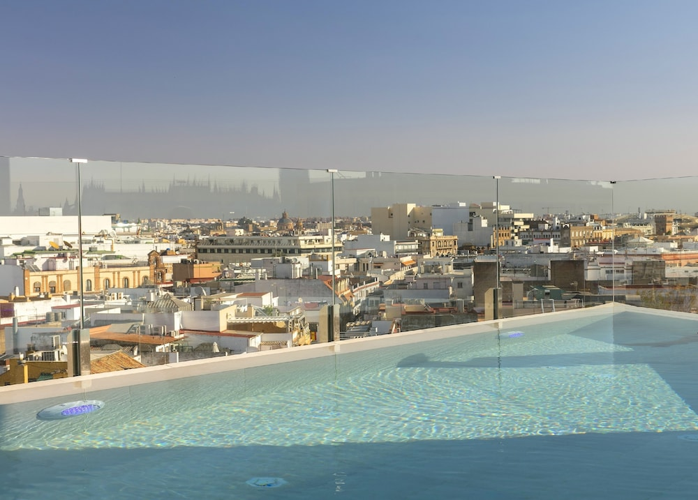 Pool, Hotel Colón Gran Meliá - The Leading Hotels of the World