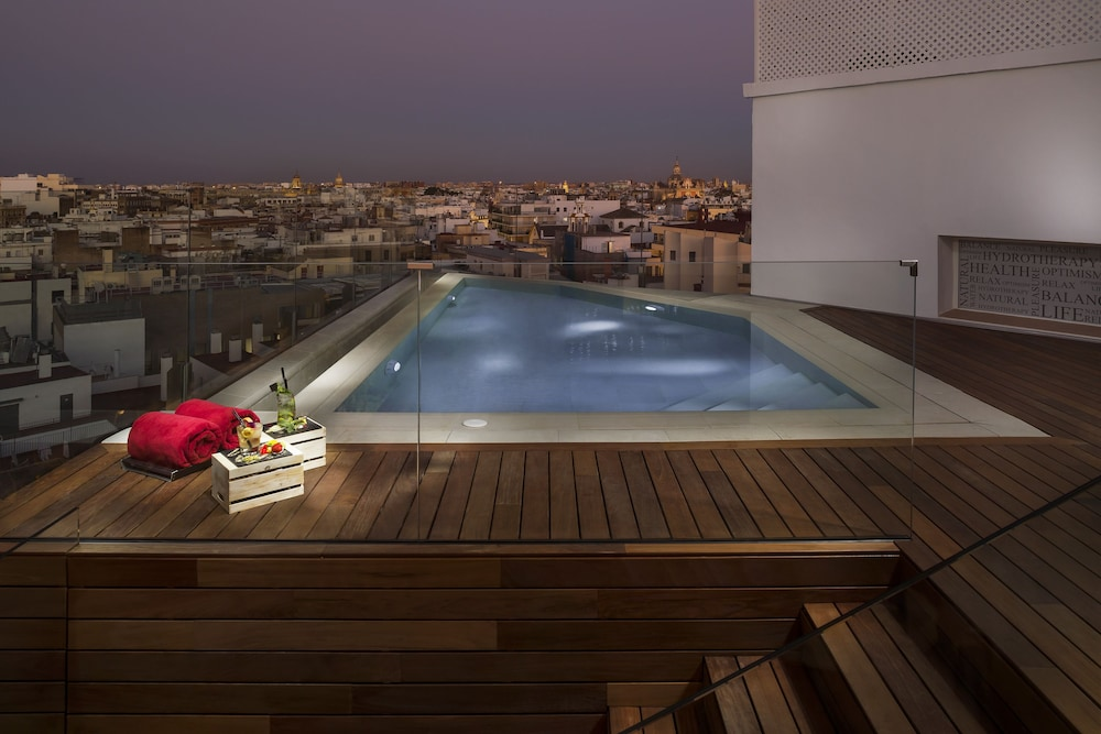 Rooftop Pool, Hotel Colón Gran Meliá - The Leading Hotels of the World