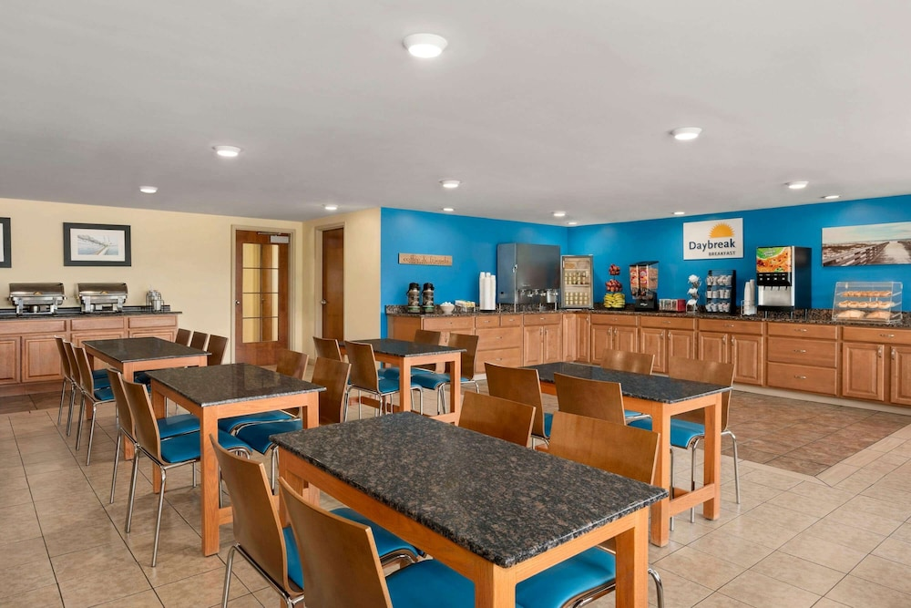 Breakfast Area, Days Inn by Wyndham Airport/Maine Mall