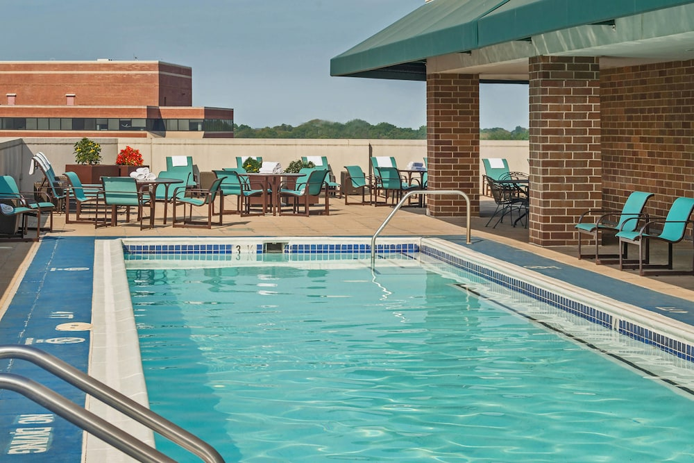 Outdoor Pool, Residence Inn by Marriott Bethesda Downtown