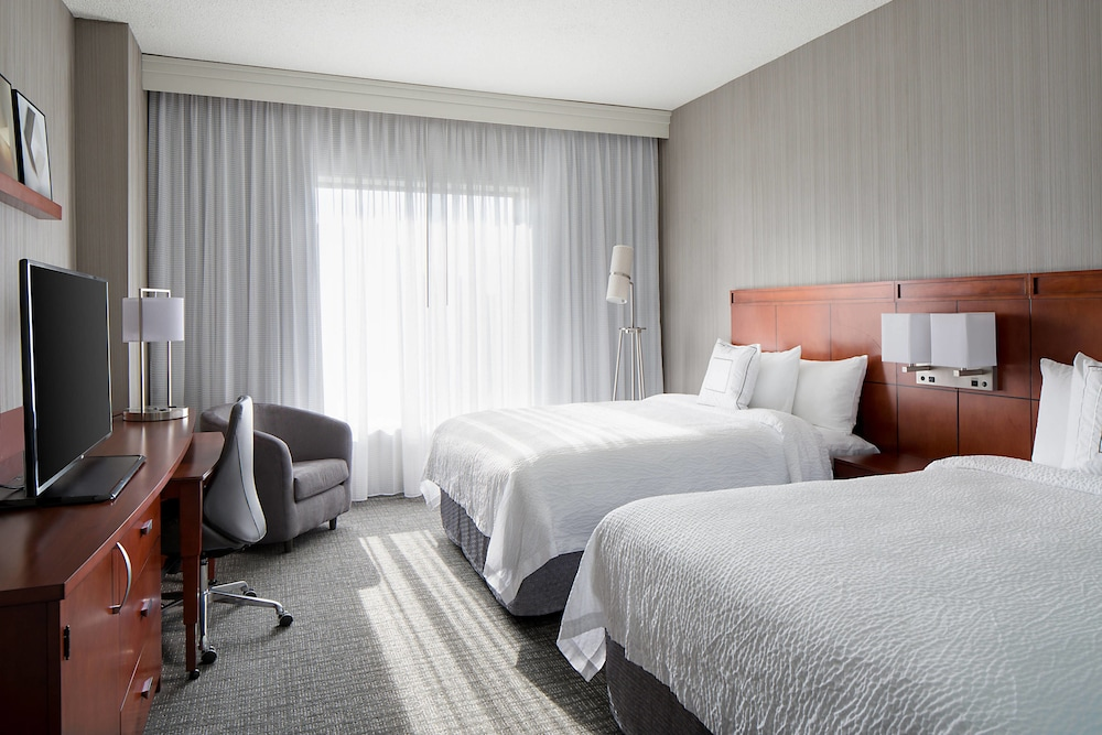 Room, Courtyard by Marriott Downtown Grand Rapids