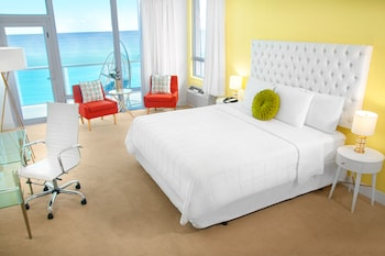 Executive Room, 1 King Bed, Oceanfront - Guestroom