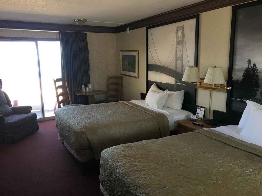 Room, Super 8 by Wyndham Mackinaw City/Beachfront Area
