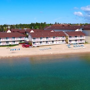Super 8 Mackinaw City/Beachfront Area