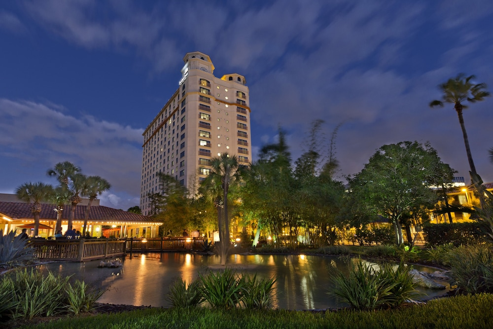 Front of Property - Evening/Night, DoubleTree by Hilton Hotel Orlando at SeaWorld