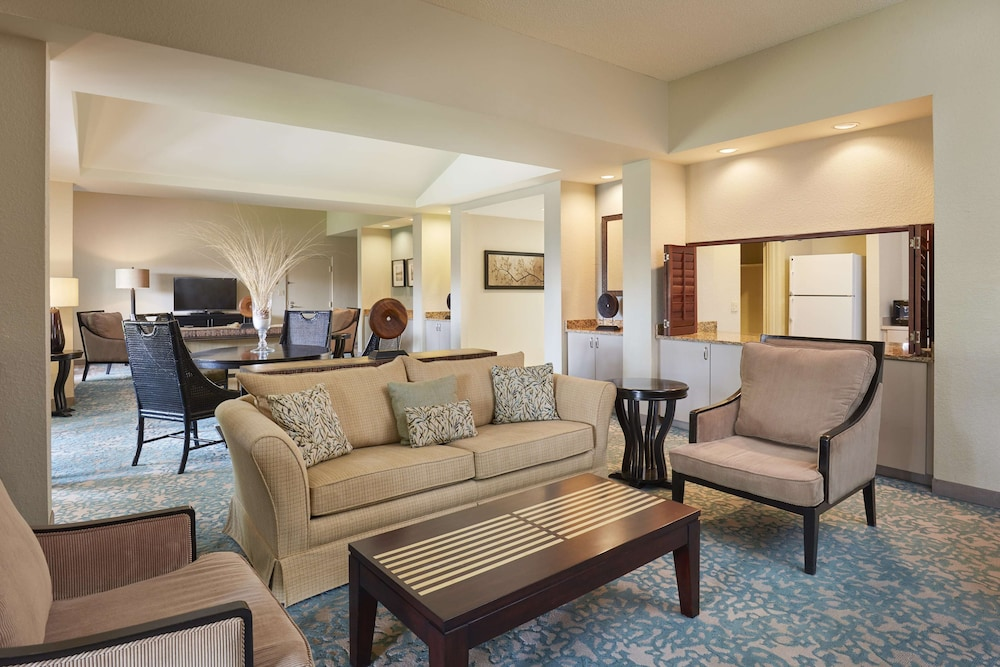 Living Area, DoubleTree by Hilton Hotel Orlando at SeaWorld