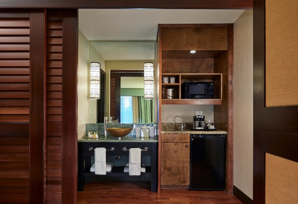 Private Kitchenette, DoubleTree by Hilton Hotel Orlando at SeaWorld