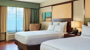 Premium bedding, pillow top beds, in-room safe, desk