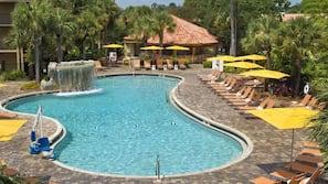 2 piscinas externas, barracas, guarda-sóis