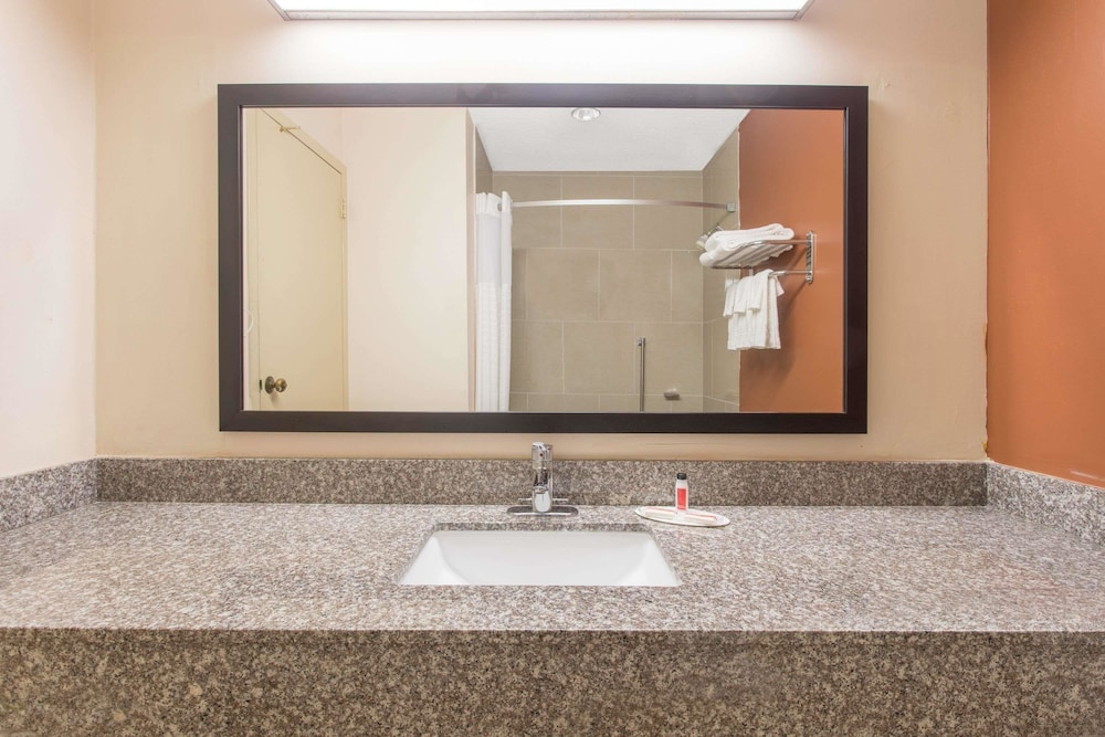 Bathroom, Days Inn by Wyndham Myrtle Beach