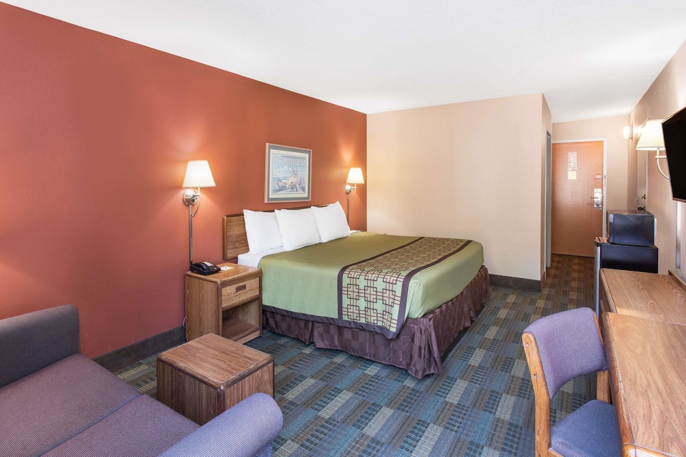Room, Days Inn by Wyndham Myrtle Beach