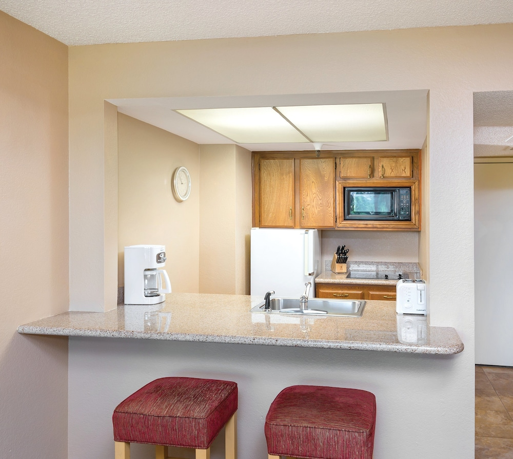 Private Kitchen, WorldMark Palm Springs - Plaza Resort and Spa