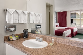 Room, 2 Queen Beds, Non Smoking - Bathroom Sink