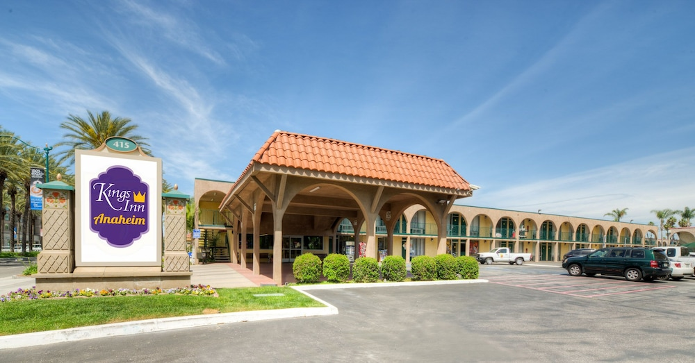 Front of Property, Kings Inn Anaheim at the Park & Convention Center