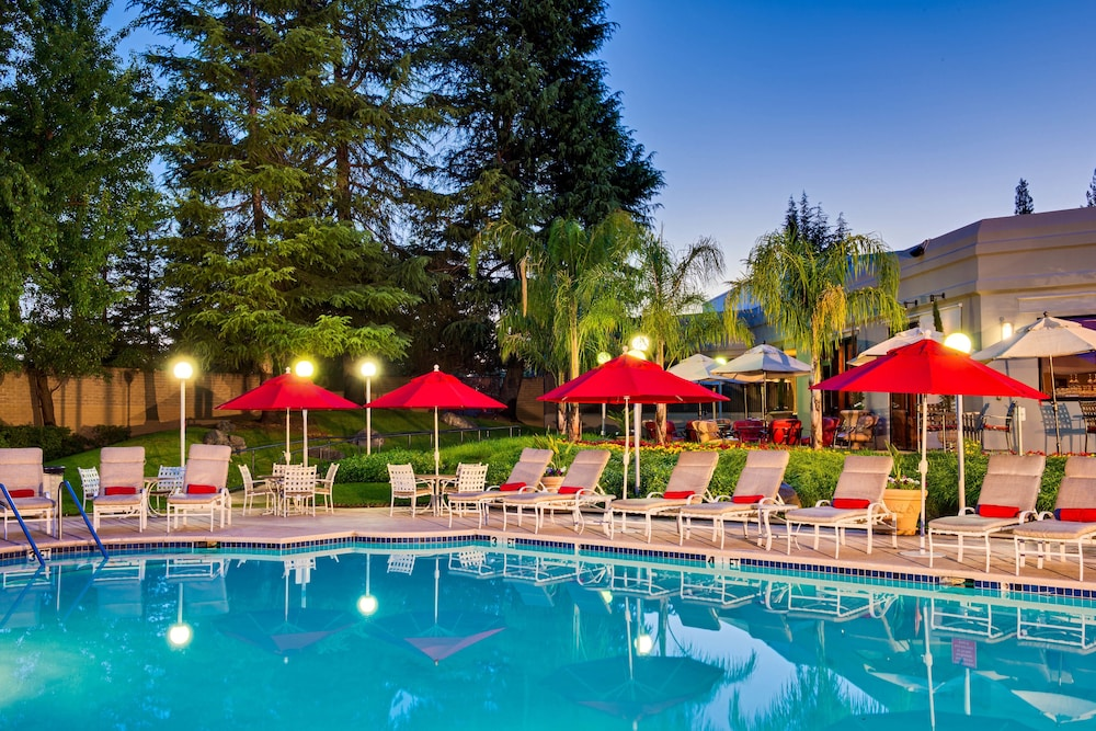 Outdoor Pool, Sacramento Marriott Rancho Cordova