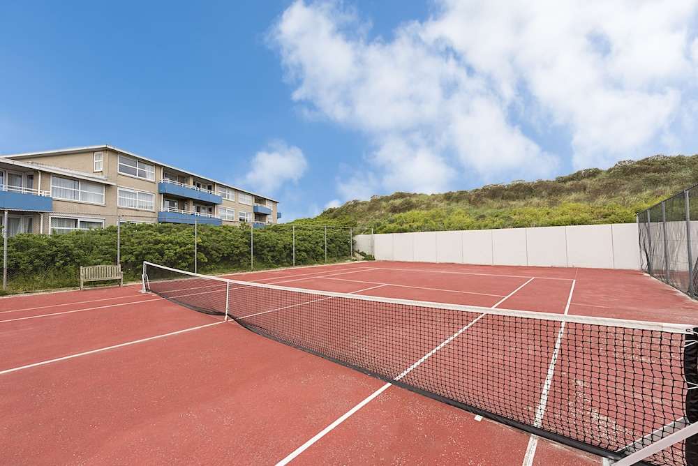 Tennis Court, WestCord Strandhotel Seeduyn