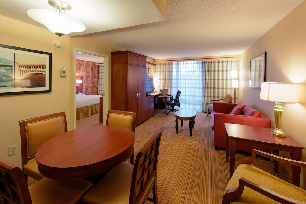 Room, Courtyard by Marriott Canton