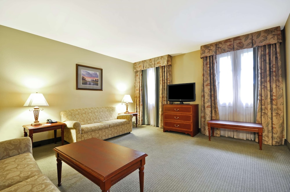 Living Area, Hampton Inn Charleston - Historic District