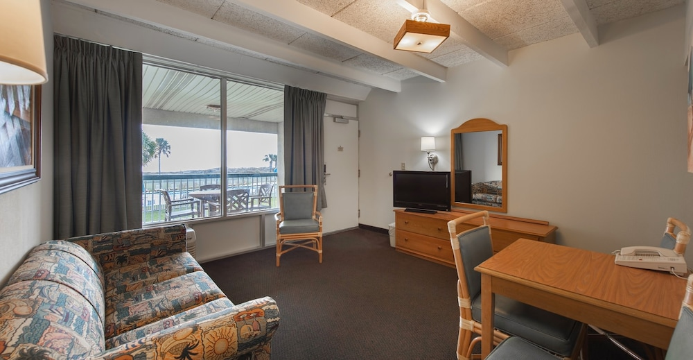 Rooms: Days Inn & Suites By Wyndham Jekyll Island, Brunswick