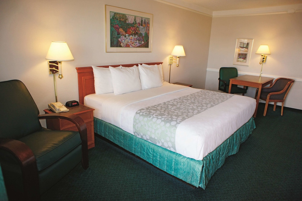 Room, La Quinta Inn by Wyndham Reno