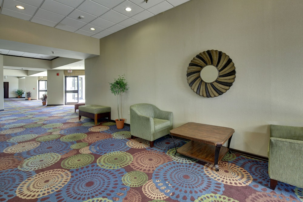 Lobby, Holiday Inn Staunton Conference Center