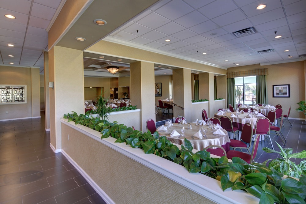 Restaurant, Holiday Inn Staunton Conference Center
