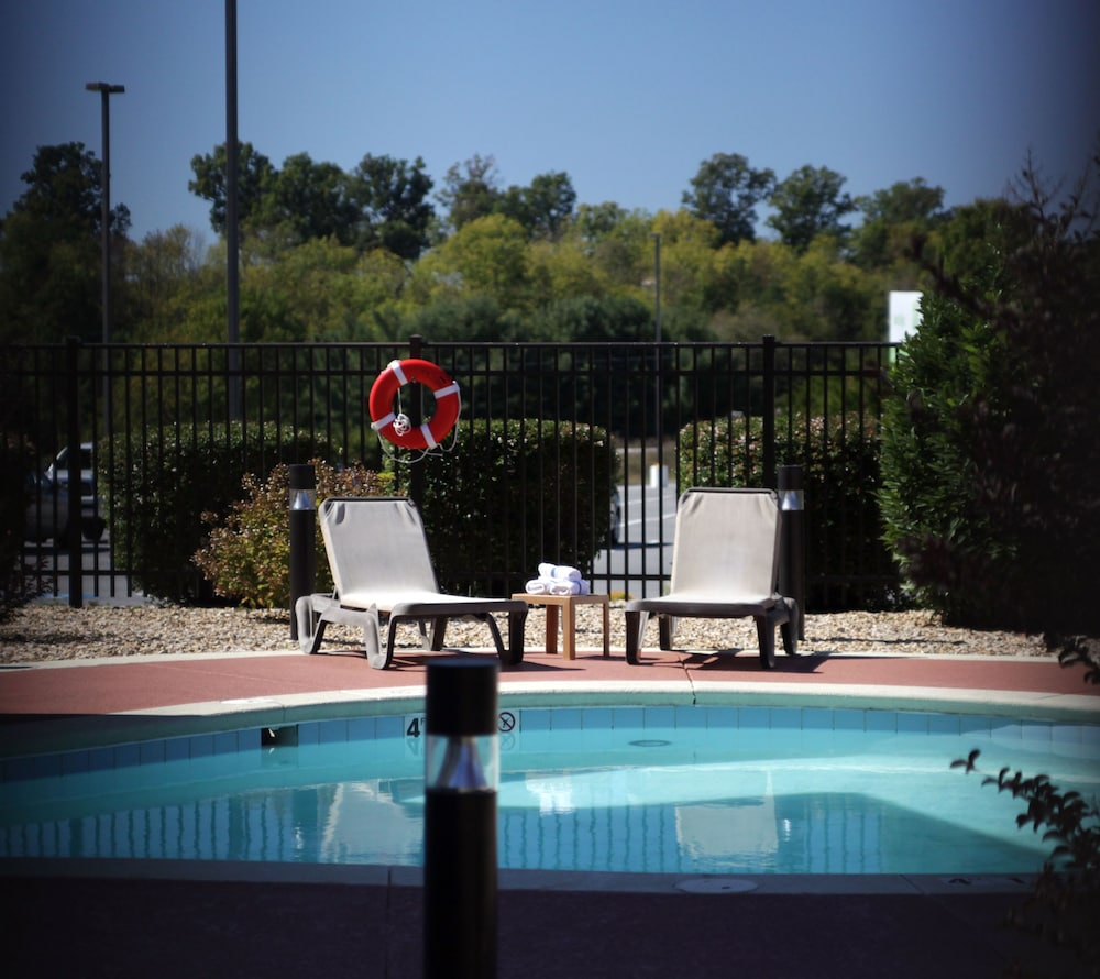 Indoor/Outdoor Pool, Holiday Inn Staunton Conference Center